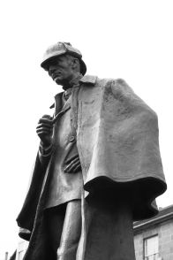 800px-statue_of_sherlock_holmes_in_edinburgh